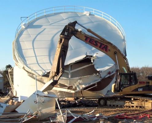Demolishing a large fuel tank