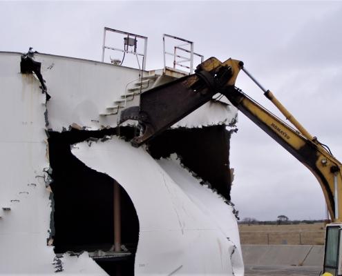 Demolishing a fuel tank